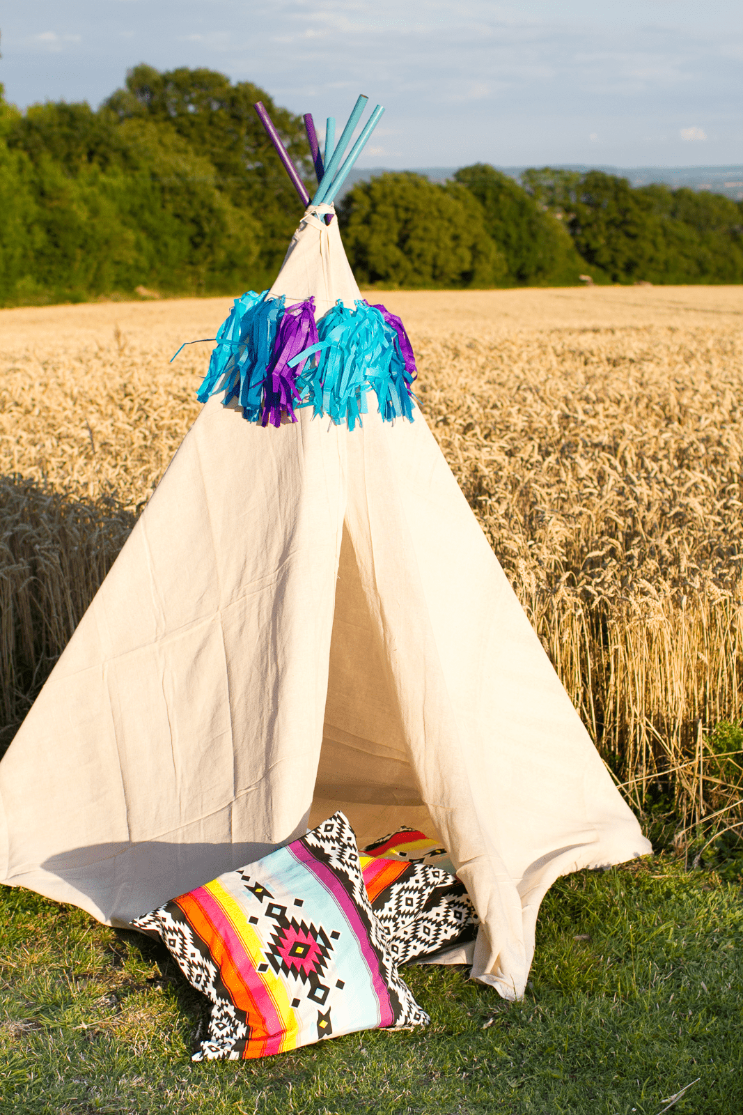 DIY Mini Tipi + Video Tutorial! & How to make a DIY Mini Tipi Teepee Summer Tent | DIY Wedding Blog ...