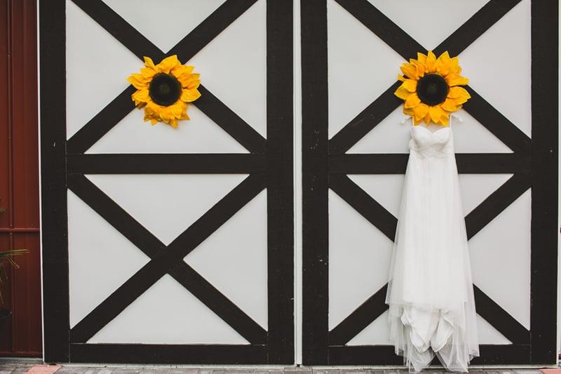 A DIY Rustic Sunflower Wedding (1)
