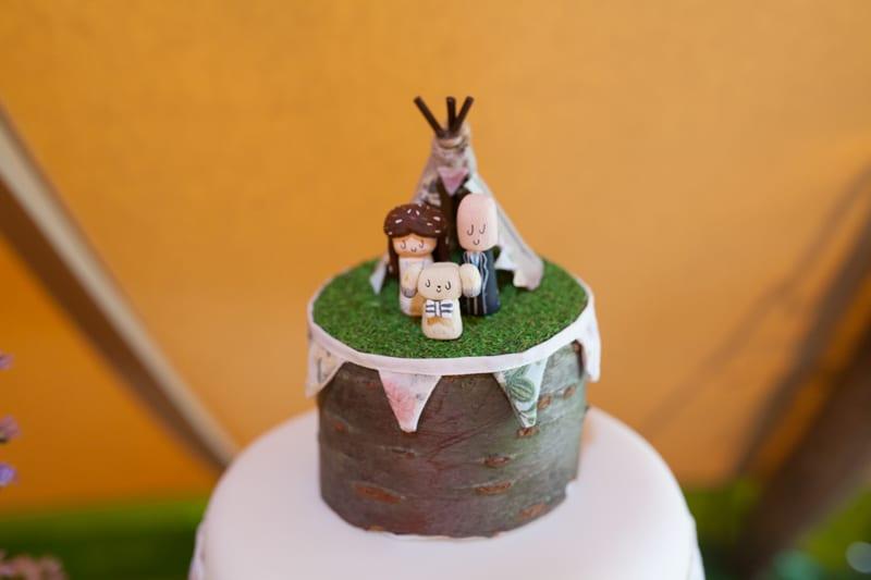 A Handmade & Laid-back Backyard Wedding in a Tipi (18)