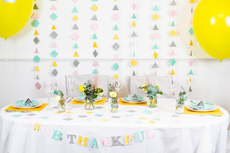 How to style decorate modern thanks giving table Bright