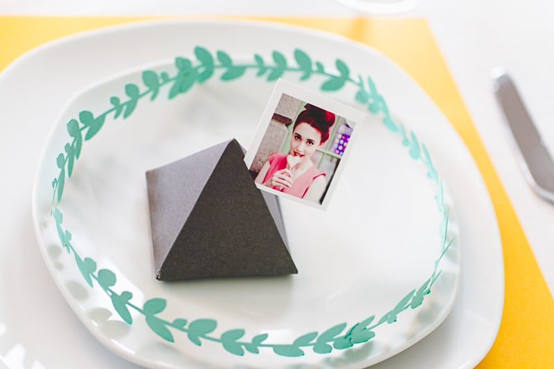 How to style decorate modern thanks giving table place setting