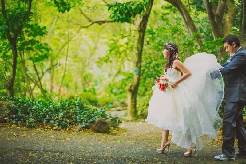Bride and groom destination wedding hawaii