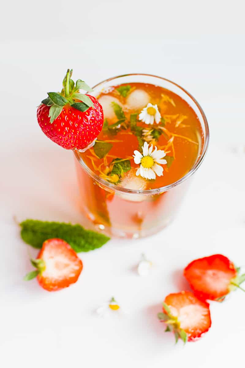 DIY strawberry infused iced tea recipe with floral mint ice cubes-1