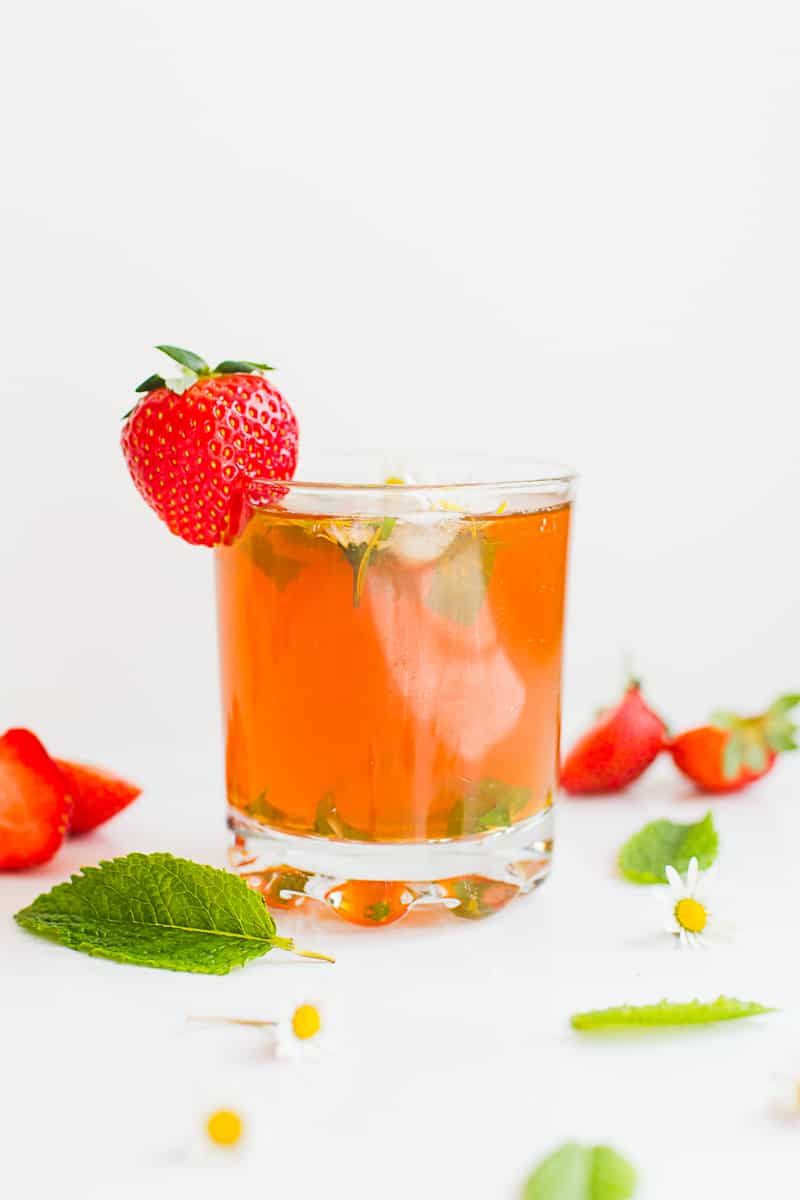 DIY strawberry infused iced tea recipe with floral mint ice cubes-2