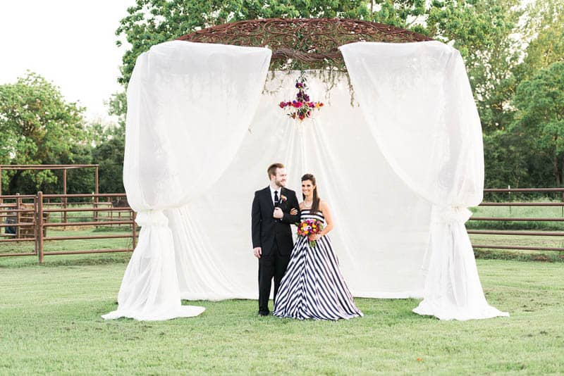KATE SPADE INSPIRED WEDDING WITH A BLACK AND WHITE STIPE BRIDAL GOWN (10)