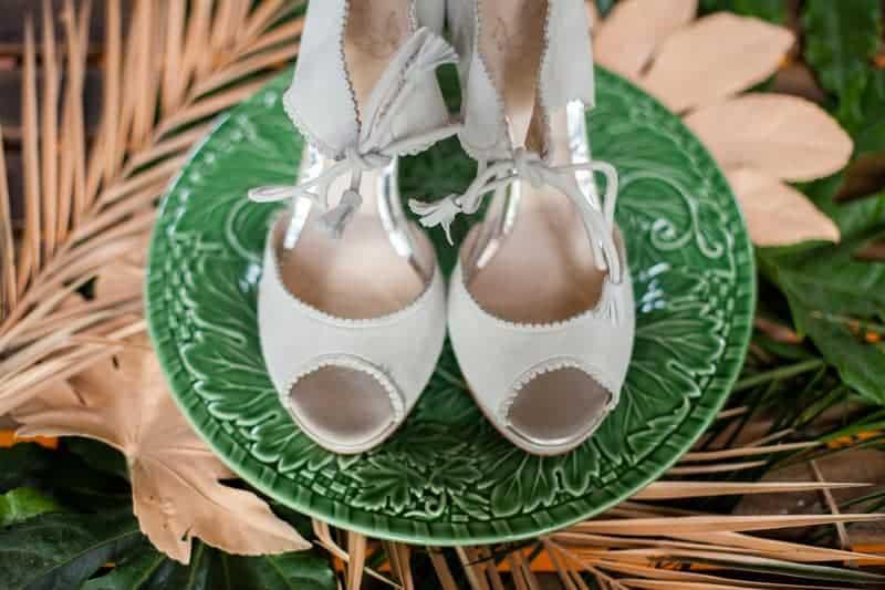 HOW TO TROPICAL BOHEMIAN BEACH HOUSE WEDDING THEME (23)