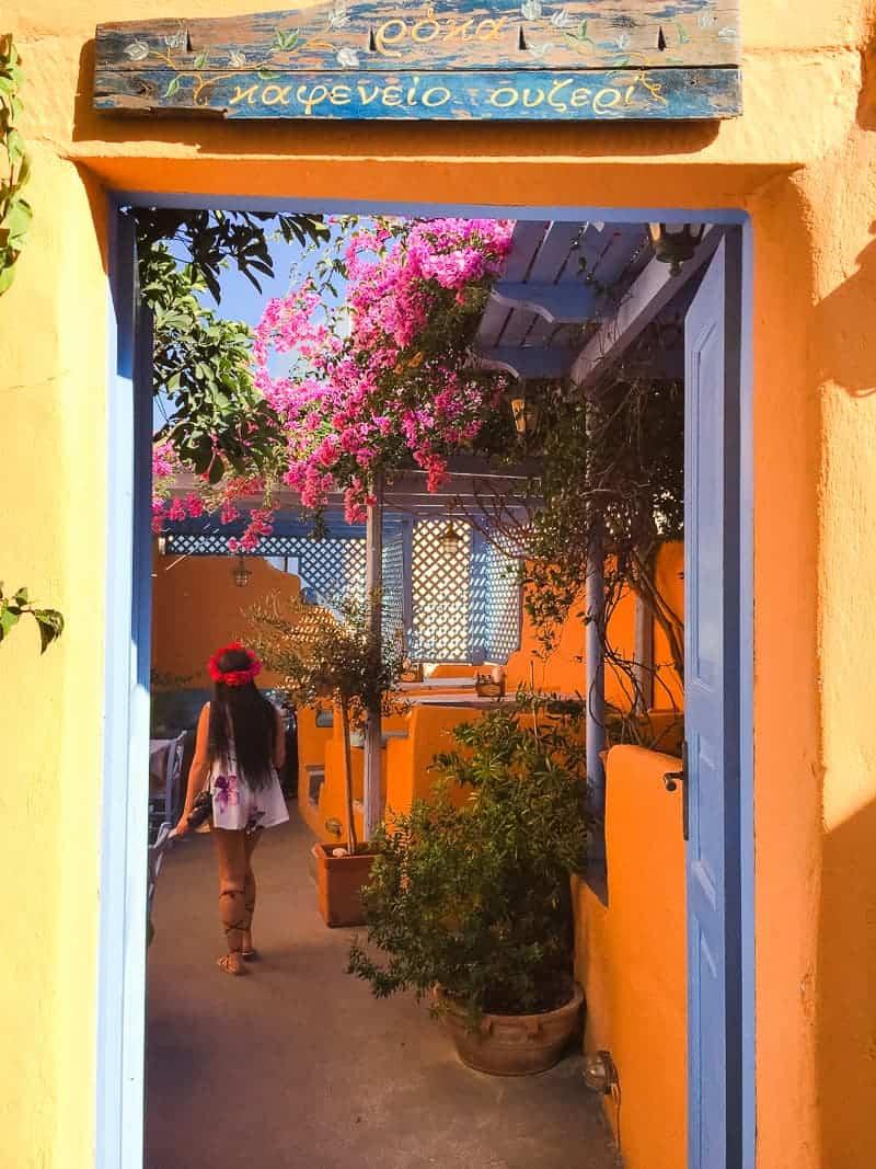 Santorini Oia Travel Guide Reccomendations Honeymoon Colourful Place Greece_-103