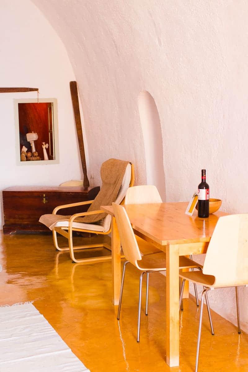 Santorini Oia Travel Guide Reccomendations Honeymoon Colourful Place Greece_-129