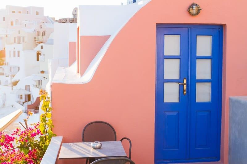 Santorini Oia Travel Guide Reccomendations Honeymoon Colourful Place Greece_-20
