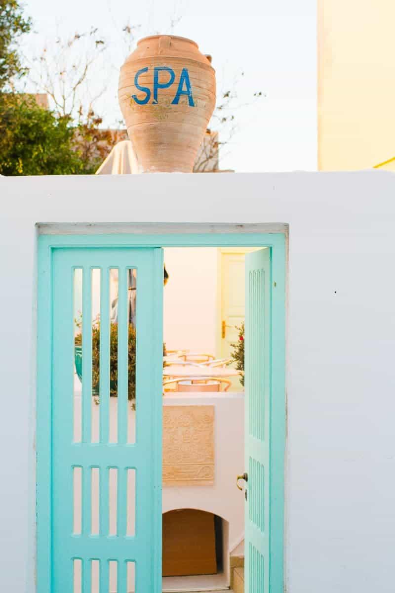 Santorini Oia Travel Guide Reccomendations Honeymoon Colourful Place Greece_-25