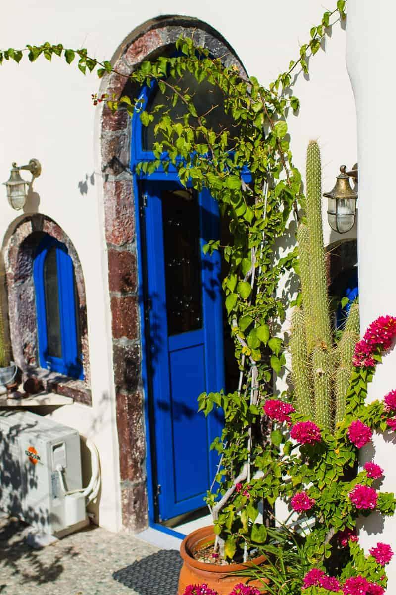 Santorini Oia Travel Guide Reccomendations Honeymoon Colourful Place Greece_-42