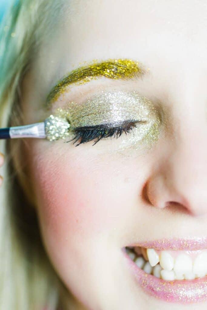 Christmas makeup looks glitter gold ways to wear hairline eyeshadow lipstick nails fun golden sparkle-4