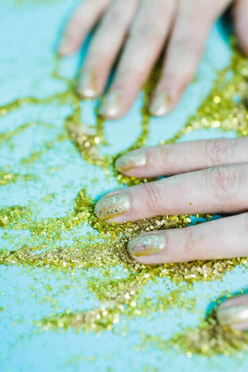 Christmas makeup looks glitter gold ways to wear hairline eyeshadow lipstick nails fun golden sparkle-7