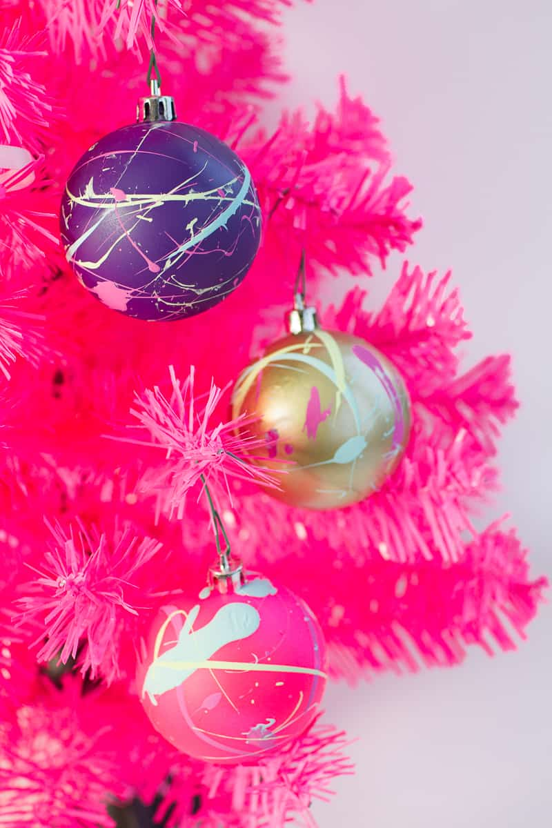 CHRISTMAS BAUBLES TO DECORATE