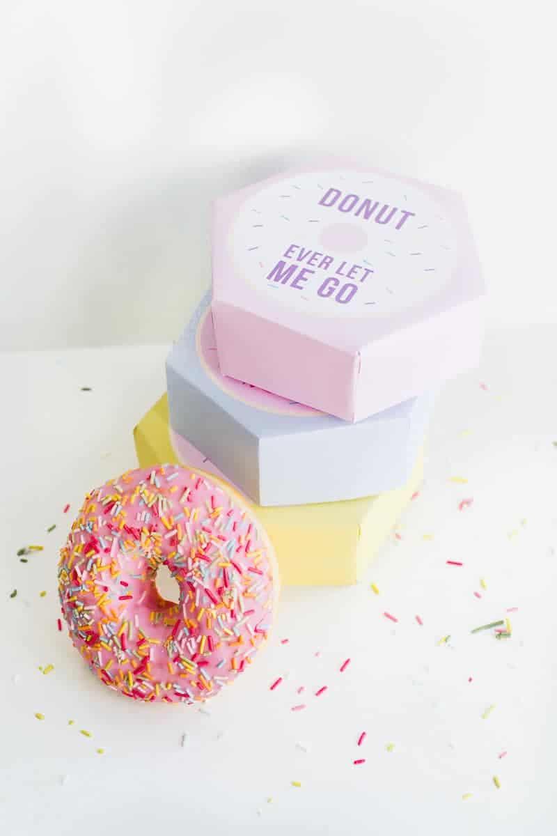 DIY donut boxes valentines day puns doughnuts case cute fun tutorial free printable-1