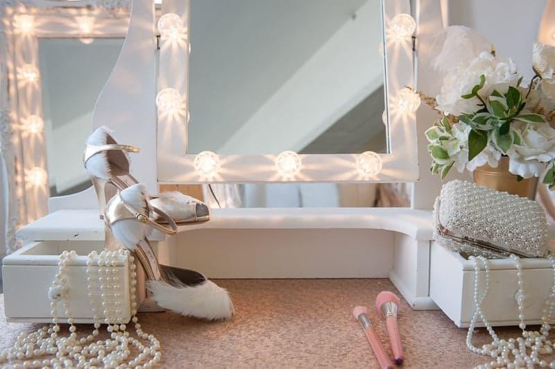 VAUDEVILLE VALENTINE Wedding inspiration Art Deco 1920s theme broadway bright lights and feathers_-16