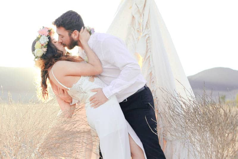 WHY ELOPING IS BETTER THAN A WEDDING - STYLED INTIMATE BOHEMIAN ELOPEMENT (16)