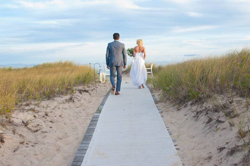 INTIMATE SWEDISH INSPIRED BEACH WEDDING IN A NON TRADTIONAL VENUE (24)
