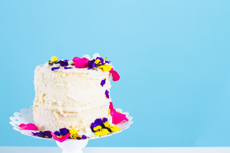 Decorate Your Own Wedding Cake: HOW TO DECORATE A NAKED CAKE WITH EDIBLE FLOWERS