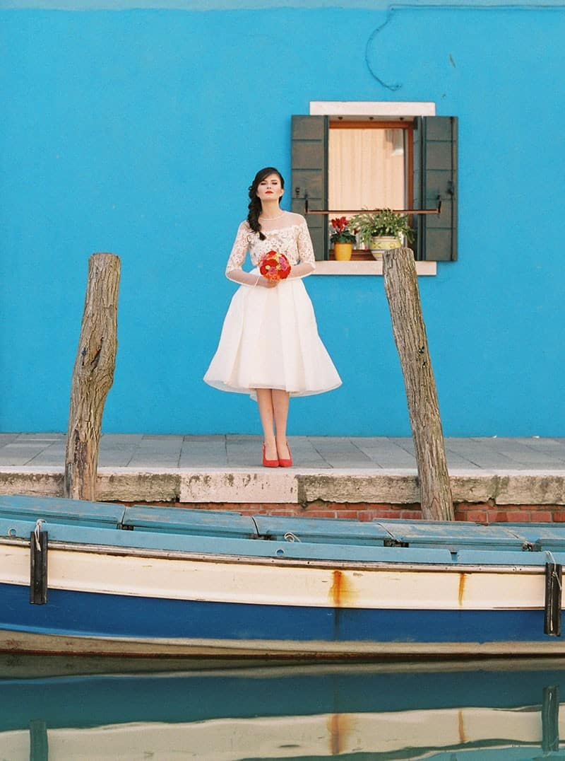 COLOURFUL WEDDING INSPIRATION IN BURANO, ITALY (16)