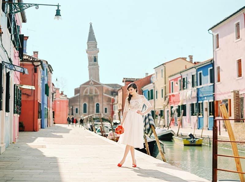 COLOURFUL WEDDING INSPIRATION IN BURANO, ITALY (18)