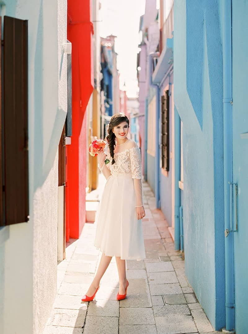 COLOURFUL WEDDING INSPIRATION IN BURANO, ITALY (19)