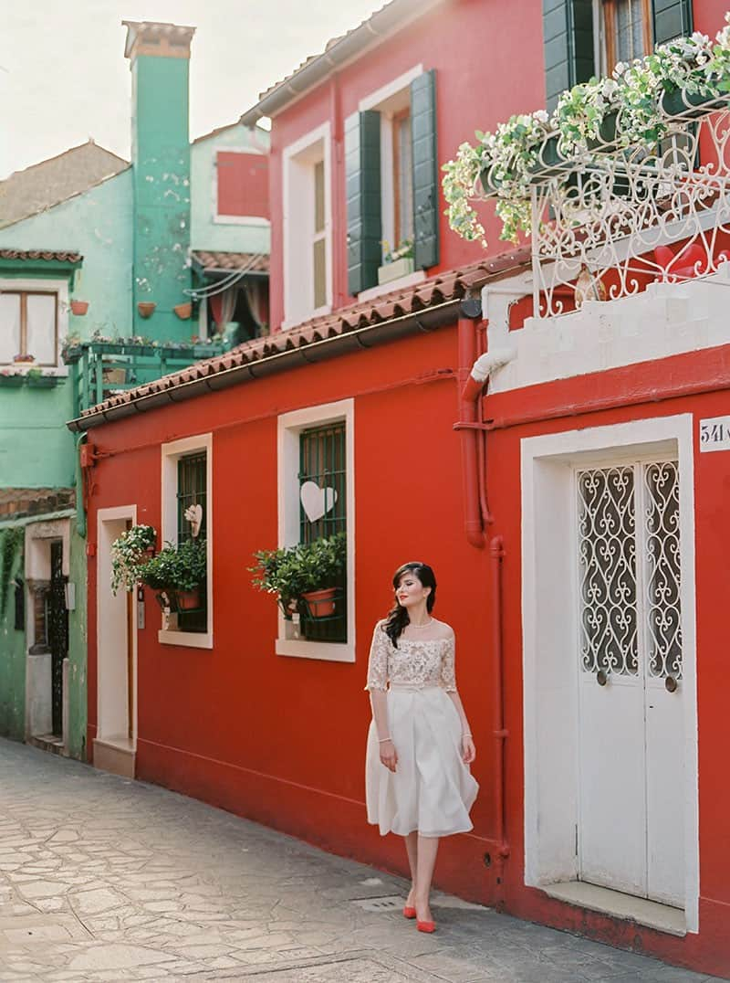 COLOURFUL WEDDING INSPIRATION IN BURANO, ITALY (6)