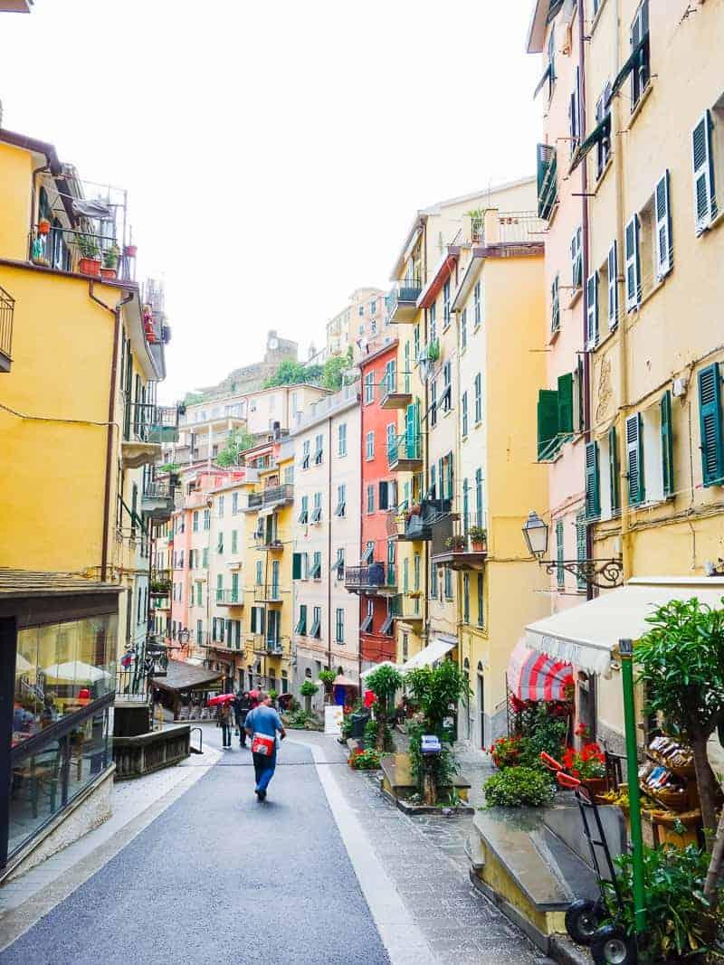 Cinque Terre Travel Guide Train Hiking Italy Information Advice Reccomendation Colourful_-21