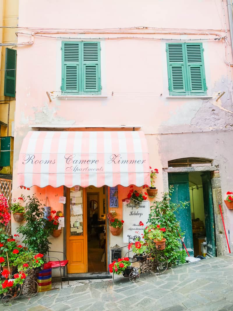 Cinque Terre Travel Guide Train Hiking Italy Information Advice Reccomendation Colourful_-23