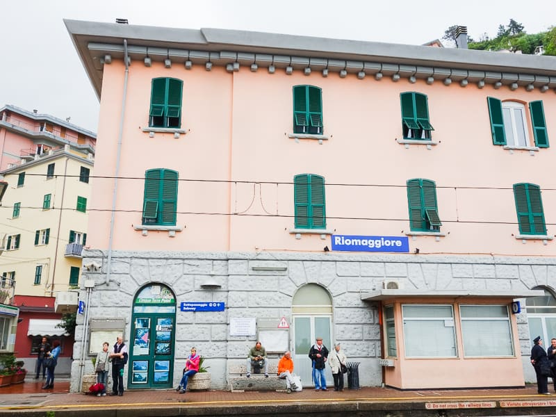 Cinque Terre Travel Guide Train Hiking Italy Information Advice Reccomendation Colourful_-37