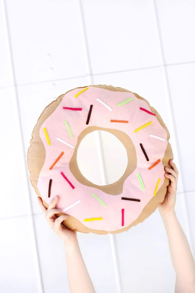 DIY DONUT PILLOW