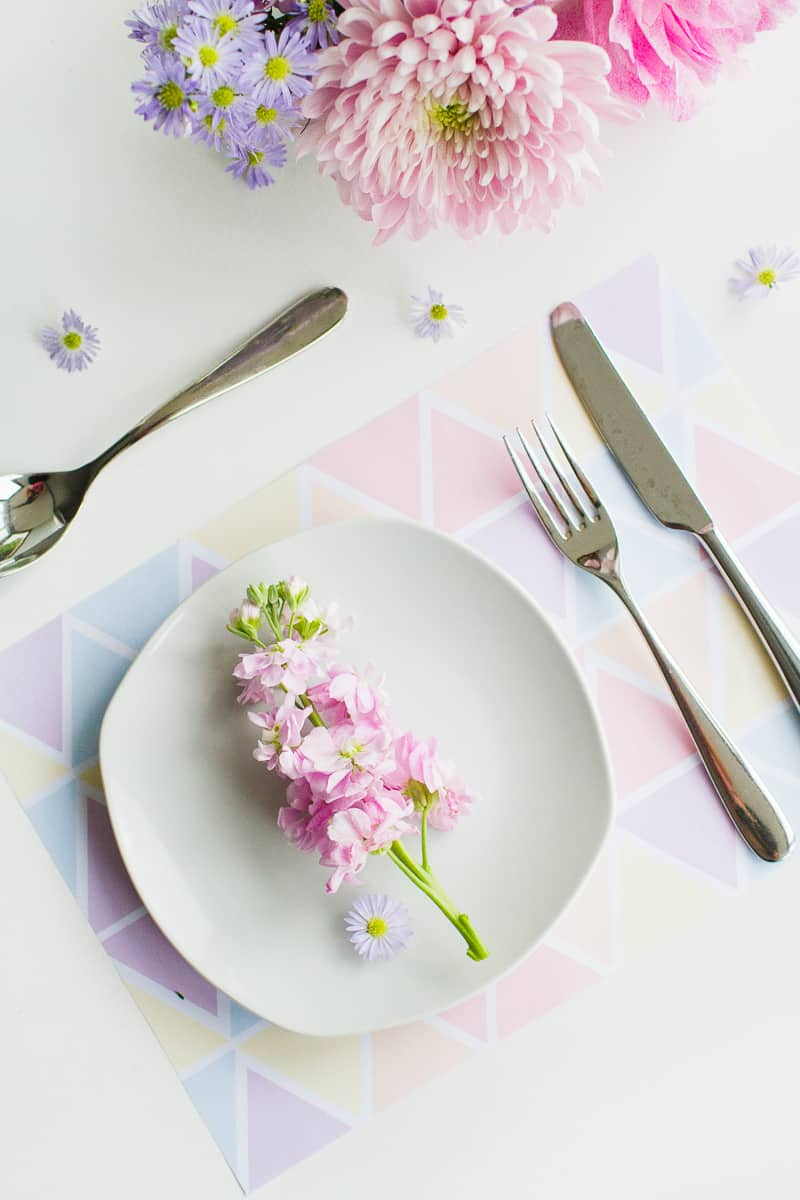 FREE PRINTABLE GEOMETRIC PLACEMATS IN PRETTY PASTEL COLOUR ...