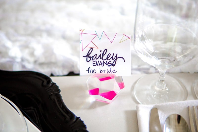 THE CLASSY WAY TO DO NEON AT YOUR WEDDING (4)