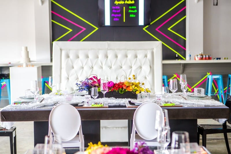 THE CLASSY WAY TO DO NEON AT YOUR WEDDING (8)