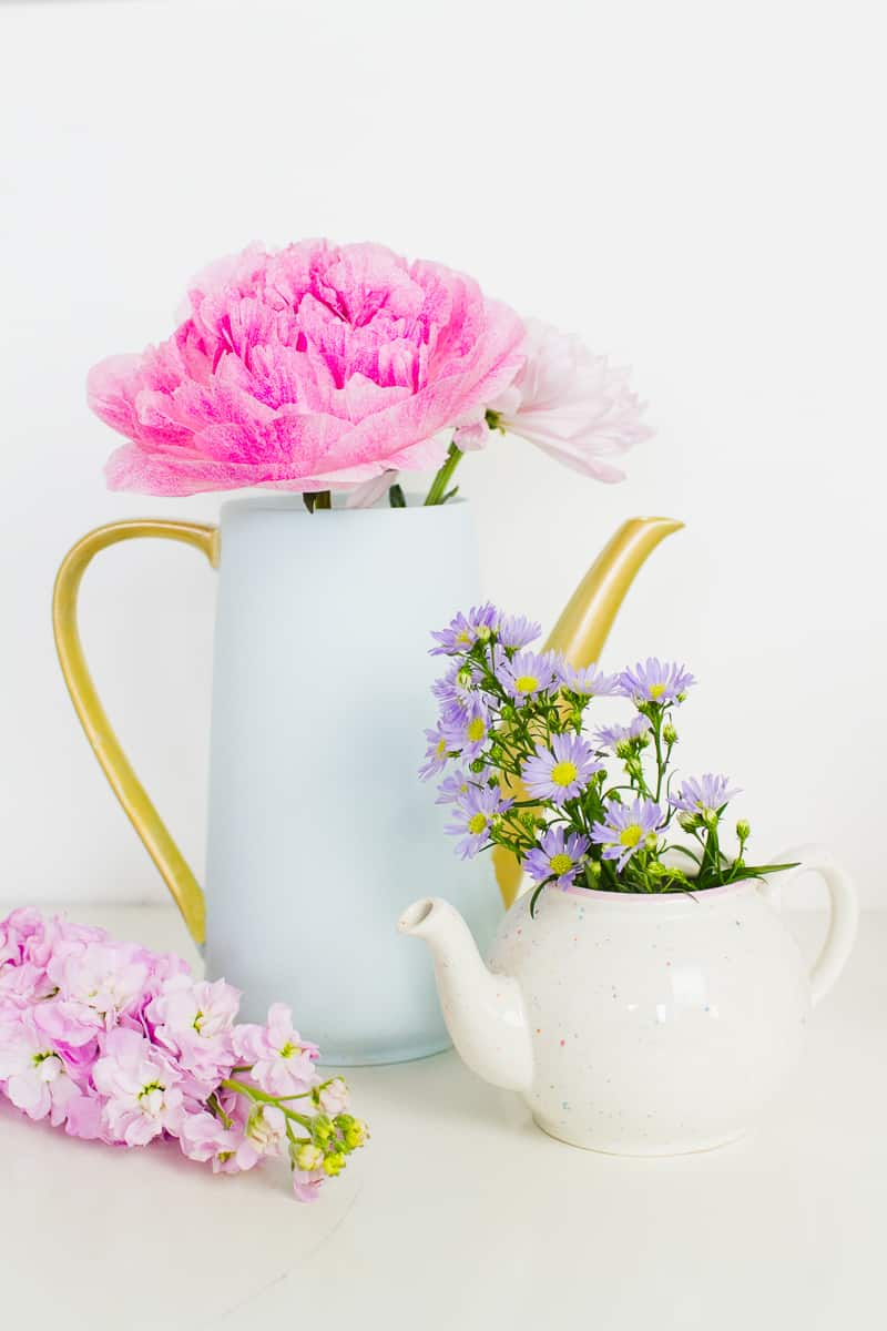 Upcycling Teapots Rustoleum patel recreate vases flowers centrepieces pretty vintage_-13