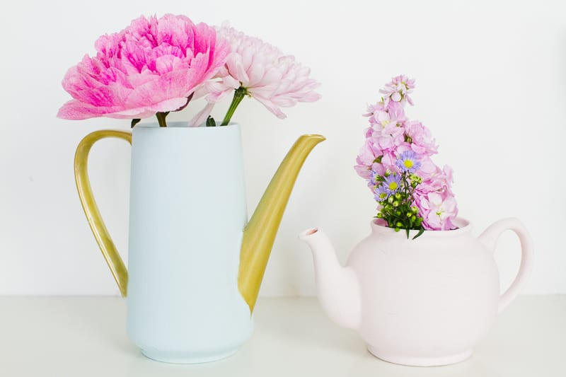 Upcycling Teapots Rustoleum patel recreate vases flowers centrepieces pretty vintage_-7