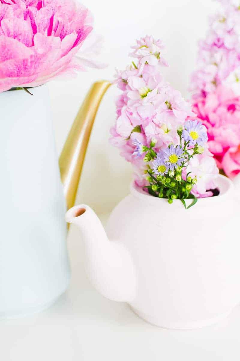 Upcycling Teapots Rustoleum patel recreate vases flowers centrepieces pretty vintage_-9