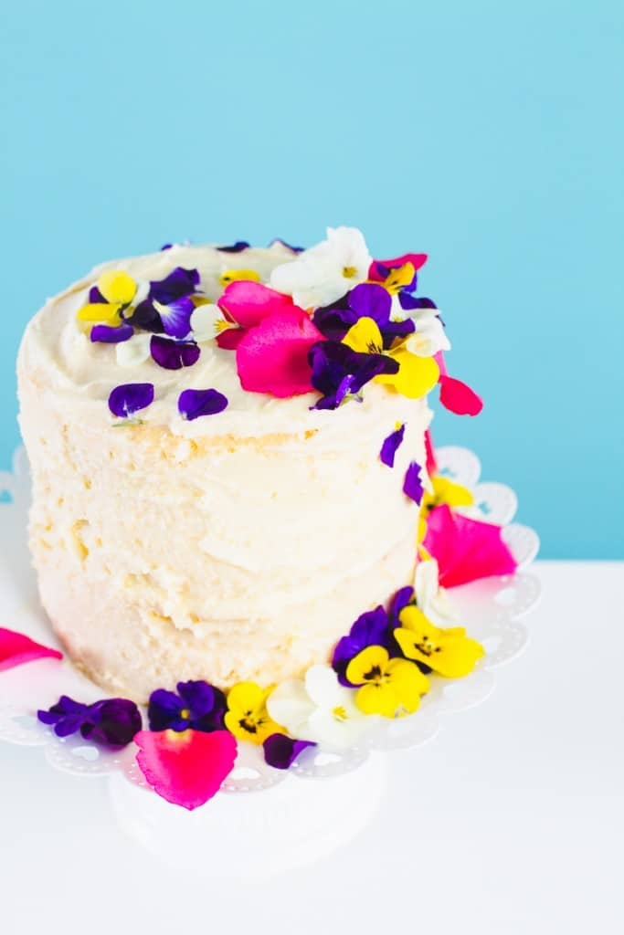 How-to-decorate-naked-cake-edible-flower-crumb-coat-make-your-own-wedding-cake-DIY-tutorial-2