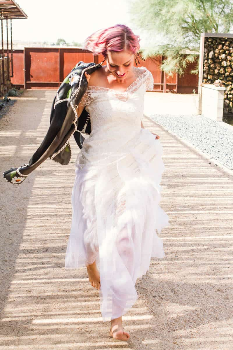 ROCK N ROLL DESERT INSPIRED BRIDAL SHOOT AT JOSHUA TREE (18)