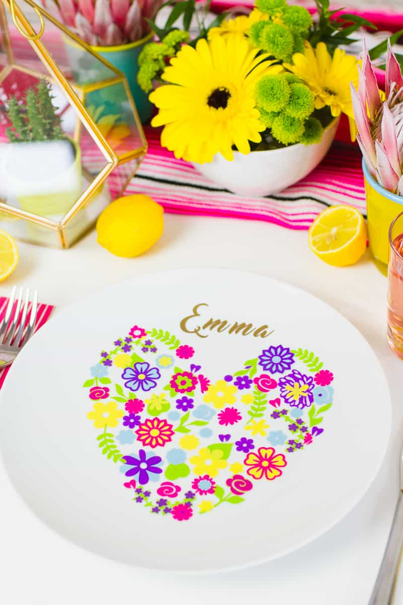 MAKE THIS FLORAL DIY PLATE PLACE SETTING