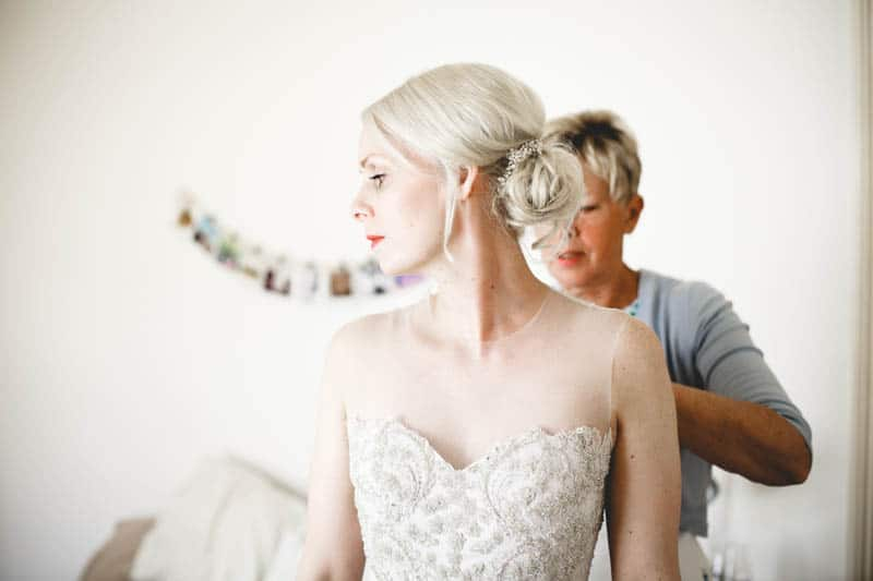 edgy-minimalistic-wedding-in-a-birmingham-art-gallery-9
