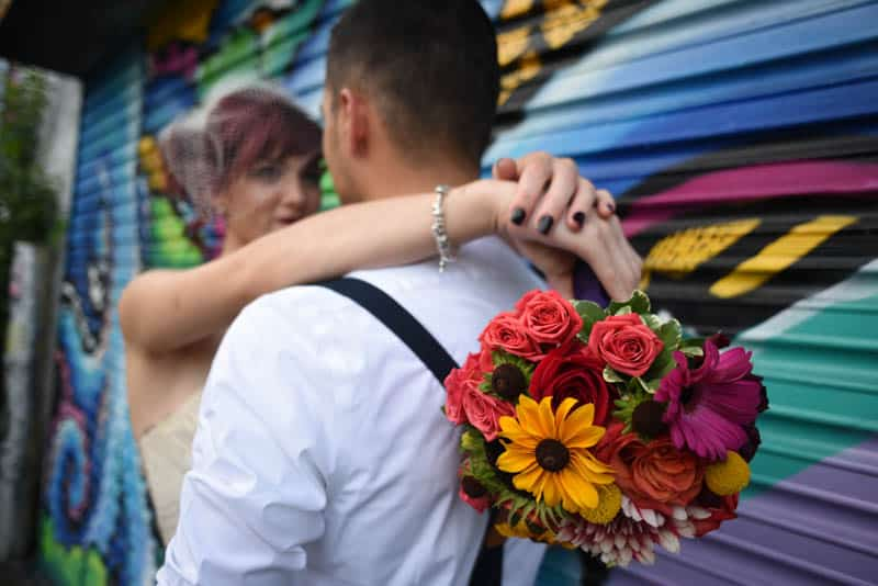 rock-roll-elopement-with-chicagos-colorful-wall-murals-14