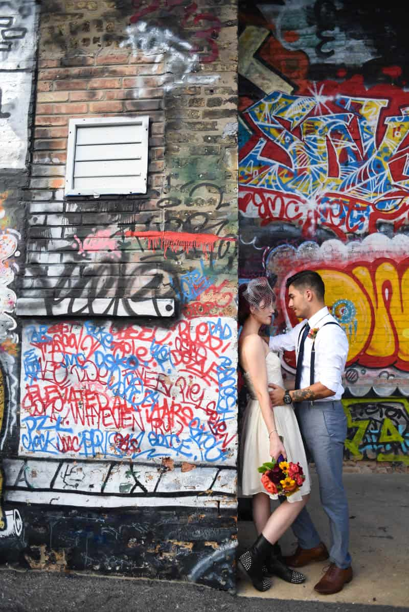 rock-roll-elopement-with-chicagos-colorful-wall-murals-16