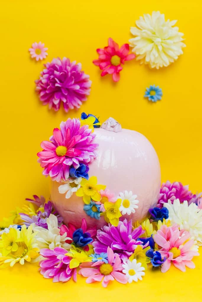 diy-floral-flower-pumpkins-in-pastel-pink-girlie-tutorial-with-faux-fake-flowers-for-halloween-autumn-fall-wedding-decor-15