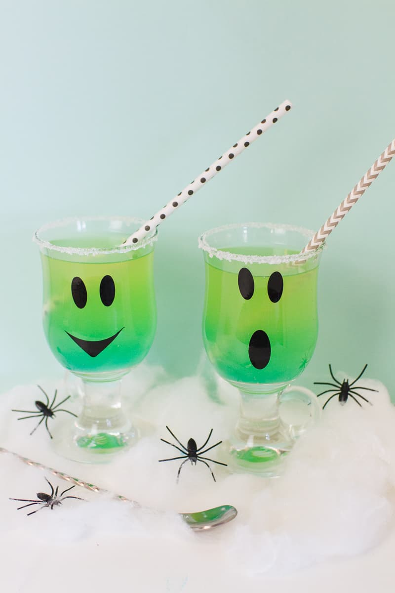 green-halloween-cocktail-recipe-rum-curacao-apple-sours-fun-ghost-spooky-ombre-blue-1