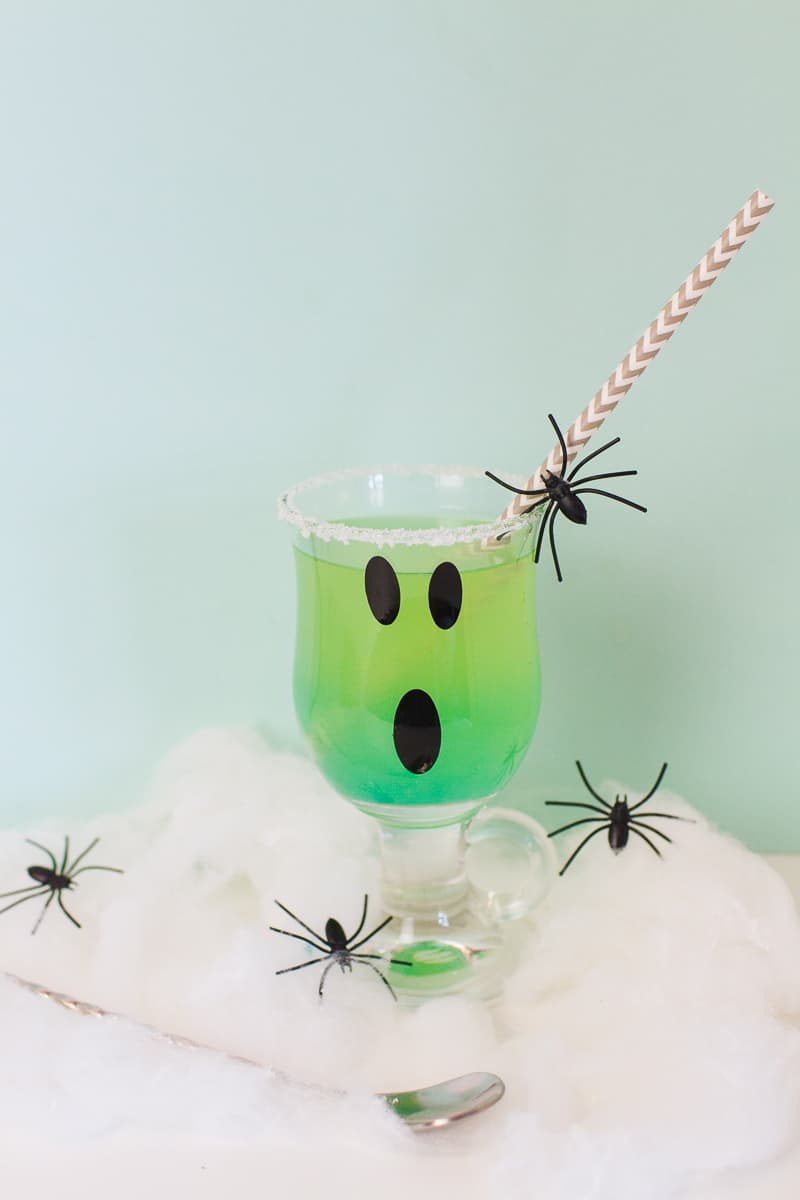 green-halloween-cocktail-recipe-rum-curacao-apple-sours-fun-ghost-spooky-ombre-blue-2
