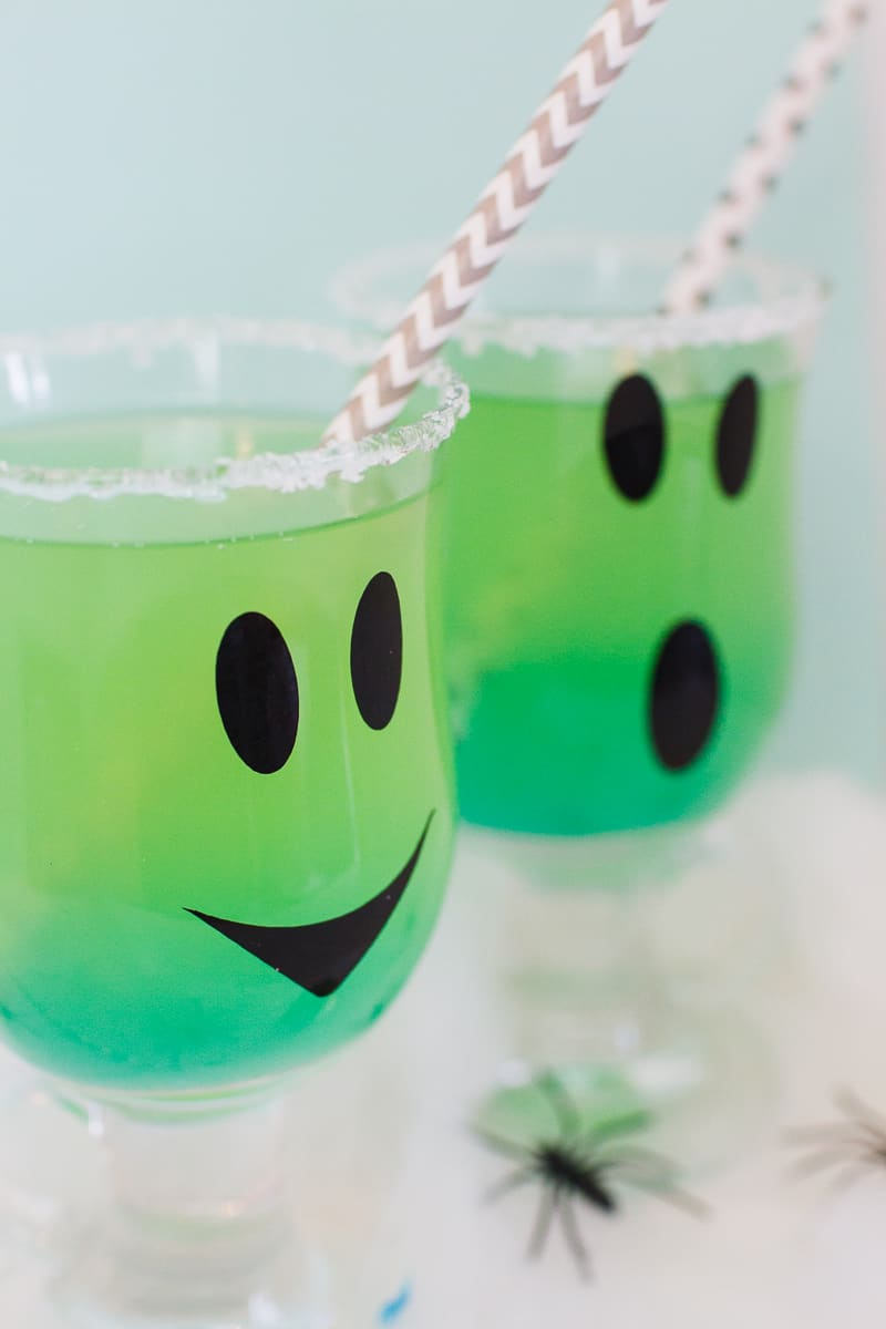 green-halloween-cocktail-recipe-rum-curacao-apple-sours-fun-ghost-spooky-ombre-blue-8