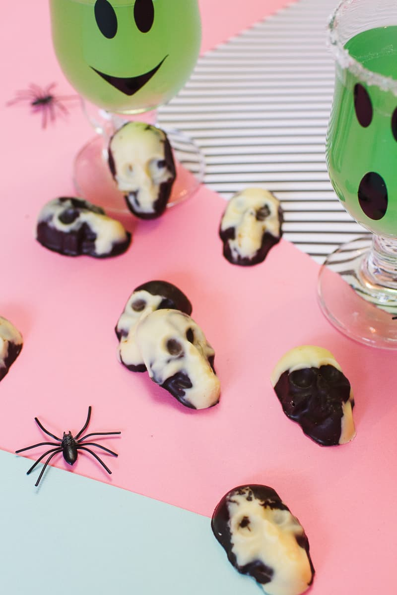 marble-chocolate-skulls-halloween-candy-diy-tutorial-recipe-favours-day-of-the-dead-white-dark-chocolate-6