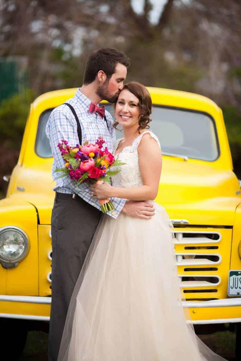 retro-truck-unique-wedding-transport-car-ideas