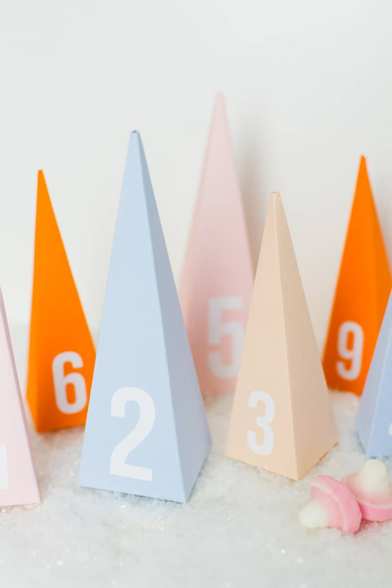 diy-advent-calendar-christmas-tree-pyramid-modern-colourful-handmade-cricut-card-sweets-candy-chocolate-21